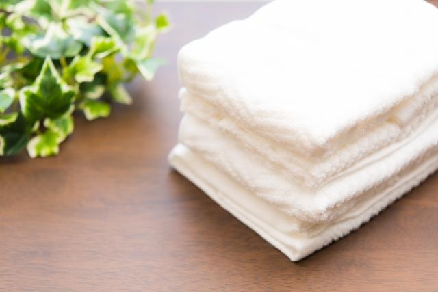 美しく輝くコットン性のタオル